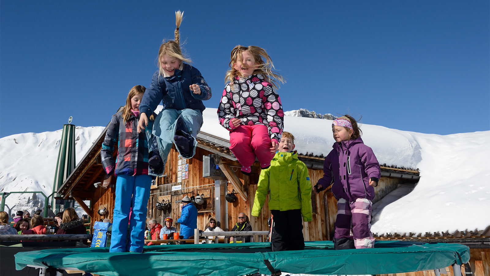 lenk-simmental_kinder_trampolin